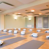Klik om meer te weten over Herfst Midweek Mindful en Geweldloos leren communiceren in combinatie met Yoga
